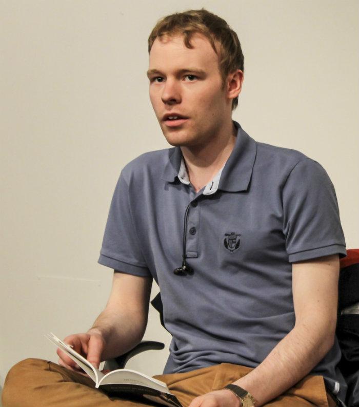 Adam Lundvall läste ur sin bok Jag ångrar att jag föddes.