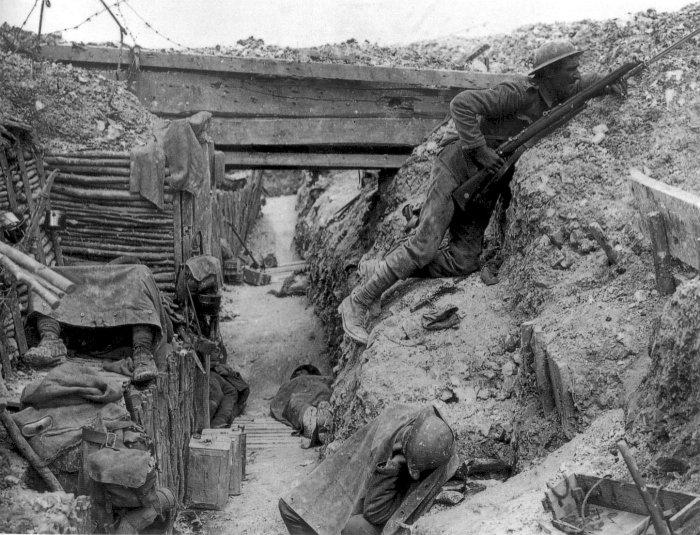 Soldater i skyttegrav.