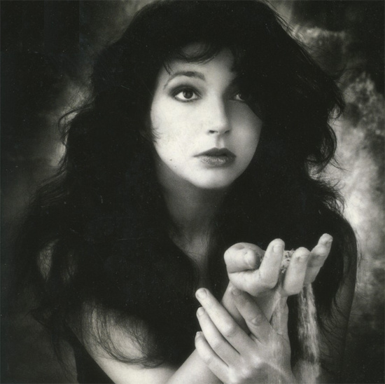 Kate Bush från konvolutet till The Sensual World