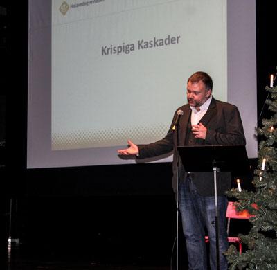 Populär Poesis chefredaktör inledde med att berätta om Krispiga kaskader. Foto: Elsa Bergdahl.