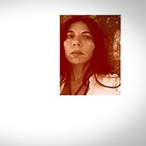 Melissa Machado från bokomslaget till Den röda sången.