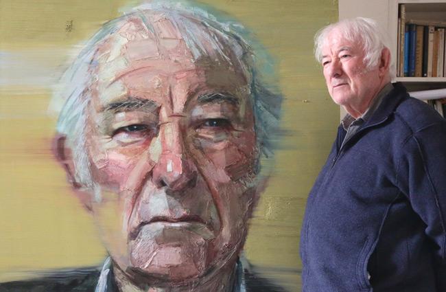 Seamus Heaney med sitt porträtt av Colin Davidson. Foto: Frankenthalerj.