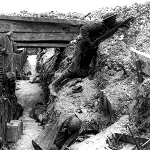 Soldater i skyttegrav. Fotograf okänd.