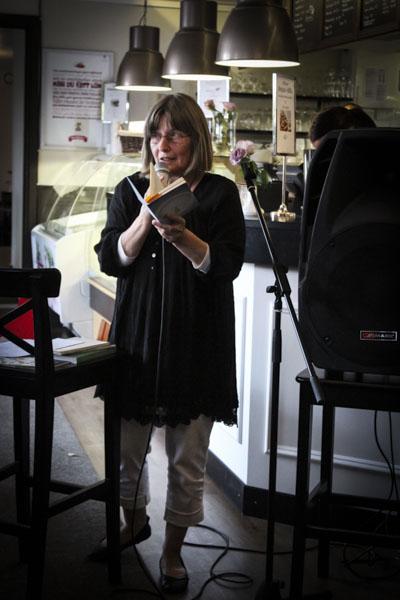 Christina Hölzer presenterade sin nya bok Social konst och läste dikter.Ziesemer