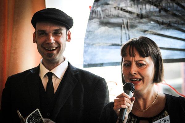 Tillsammans med Ulrika Sätervik läste Joakim Becker upp sina nya dikter på engelska. Foto: Åsa Nyberg.