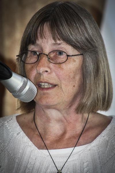 Christina Hölzer berättade om sin bok Social konst och hur hon kom i kontakt med änglarnas värld. Foto: Åsa Nyberg.