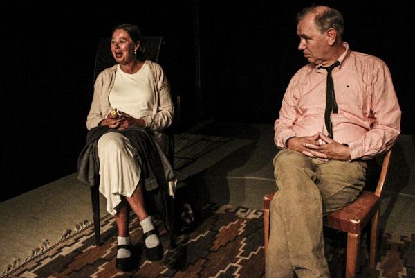 Susanne Ringell och Anders Larsson började med att presentera bakgrunden till hörspelet Svärmorstungor. Foto: Peter Nyberg.