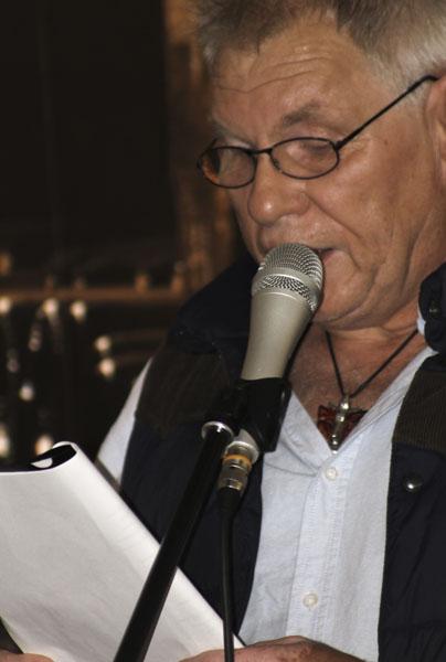 Jan Myrefelt läste rörande dikter med sin breda Kalmardialekt. Foto: Åsa Nyberg.