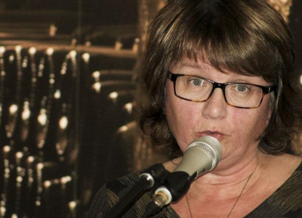 Ann Dahlström från Kalmar läste dikter på MOAs. Foto: Åsa Nyberg.