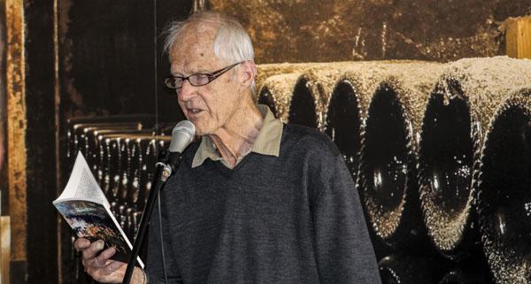 Göran Strömqvist avslutade Lördagspoesin med en bejublad berättelse om rör.