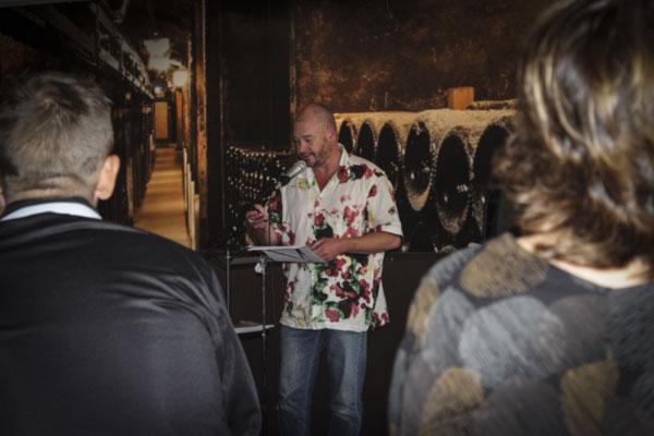 Dominic Williams gjorde en lysande uppläsning av sina dikter under lördagspoesin. Foto: Åsa Nyberg.