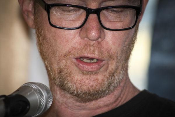 Jonas Bengt Svensson läste under Pilsnerpoesin. Foto: Åsa Nyberg.