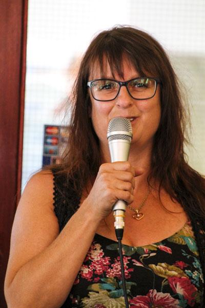 Camilla Linusson läser sina dikter. Foto: Åsa Nyberg.