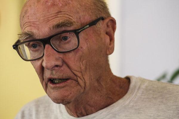 Tord Ericsson läser om förebilden för Mobergs Karl-Oskar i Utvandrarsviten. Foto: Åsa Nyberg.