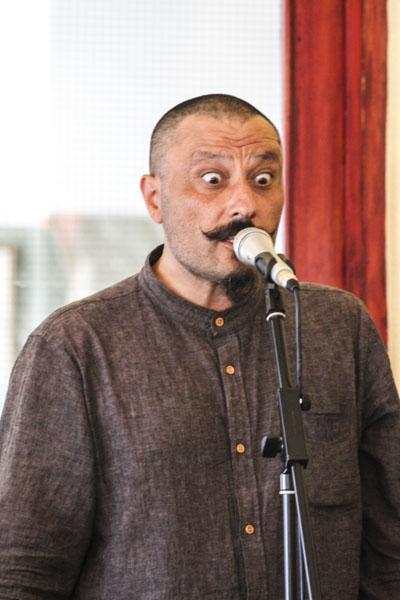 Zurab Rtveliashvilis kraftfulla mimik när han läser. Foto: Åsa Nyberg.