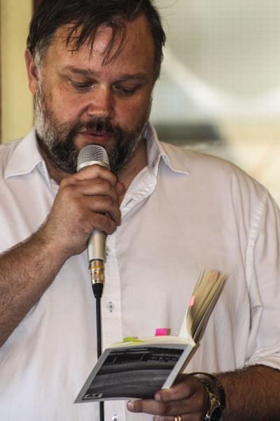 Peter Nyberg läser ur Palliativ vård. Foto: Åsa Nyberg.