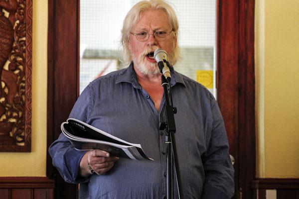 Ingemar E L Göransson läser ur sin bok Images. Foto: Åsa Nyberg.