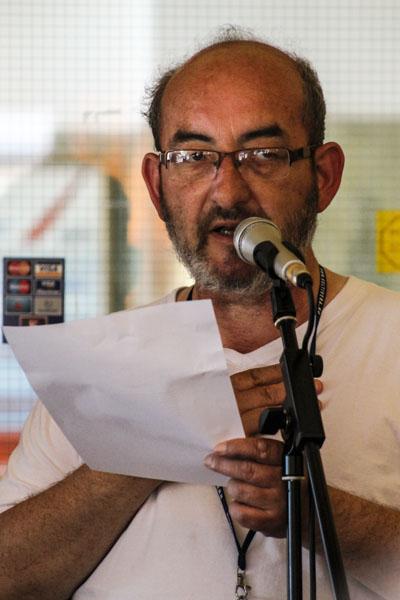 Chris Ozzard från Wales läser en dikt. Foto: Åsa Nyberg.