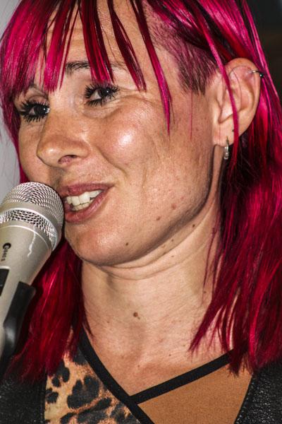 Louise Halvardsson läste sin poesi. Foto: Åsa Nyberg.