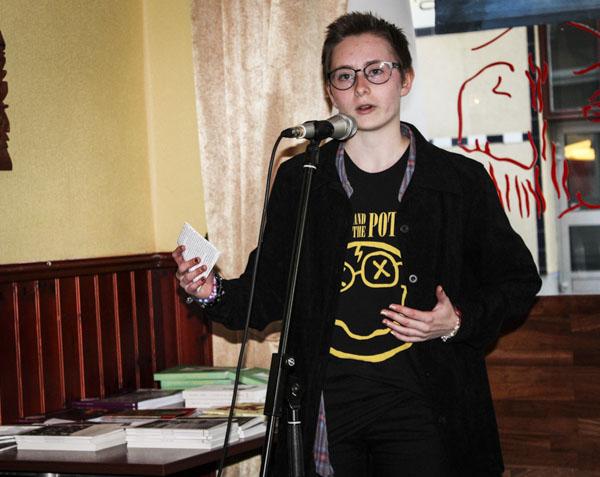 Ullias Berglund framförde poesi om att vara annorlunda. Foto: Åsa Nyberg.