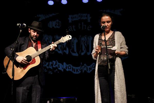 Poeten och trubaduren Paul Creane och den turkiska författaren Sine Ergün var de första artisterna på Plan Bs scen.