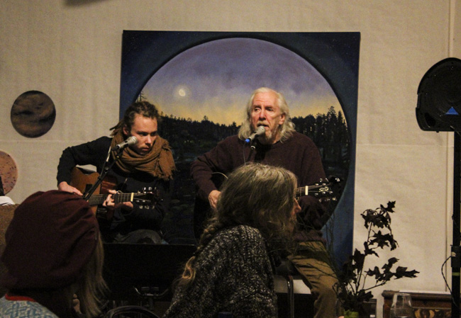 Mattias Olsander och Lasse Arnheim musicerade med känsla. Foto: Peter Nyberg.