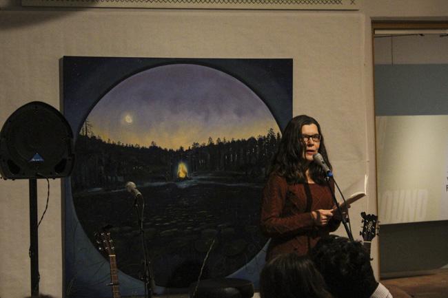 Helga Krook läste sina översättningar av Elise Adrian. Foto: Peter Nyberg.